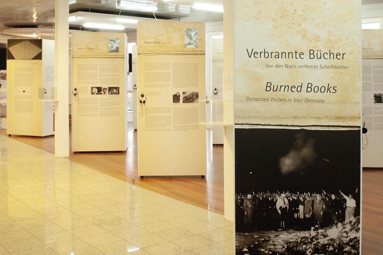 Verbrannte_Buecher_Ausstellungsansicht_2