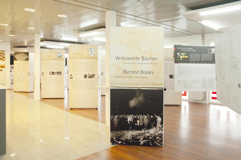 Verbrannte_Buecher_Ausstellungsansicht_3